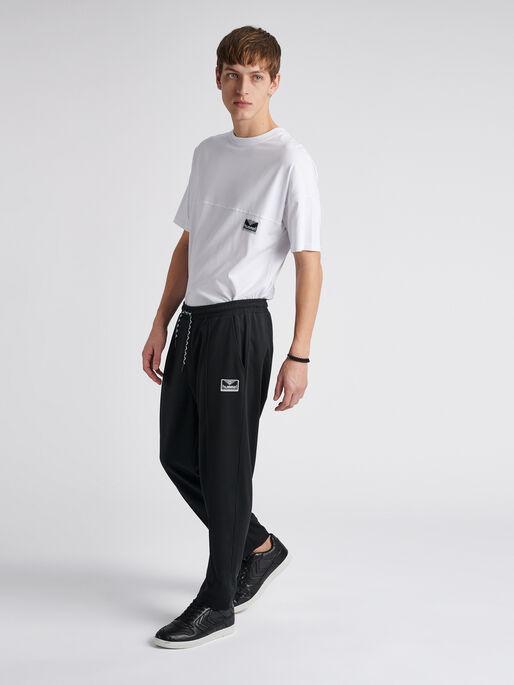 hmlMIDDLES CROPPED PANTS, BLACK, model