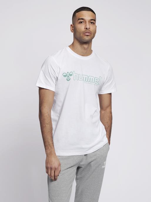 hmlMARCEL T-SHIRT S/S, WHITE, model