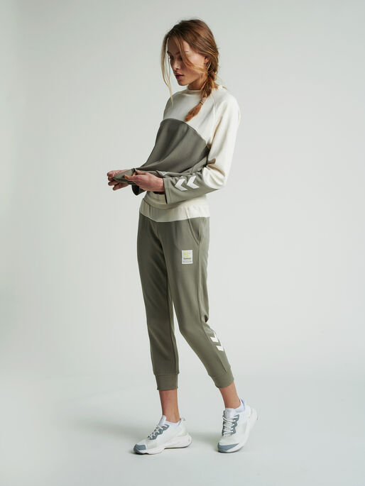 hmlESTRID REGULAR 7/8 PANTS, VETIVER, model