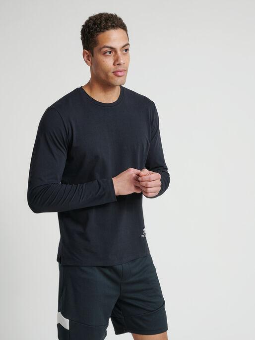 hmlALASKA T-SHIRT L/S, BLACK, model