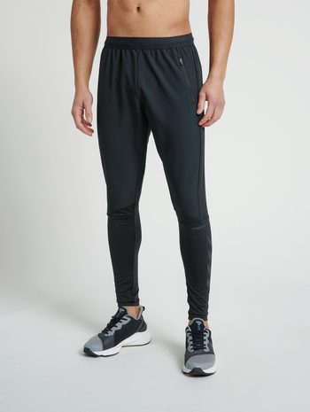 hmlRUFUS TAPERED PANTS, BLACK, model
