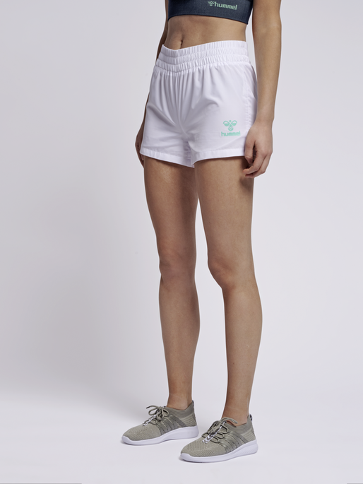 hmlTROPHY SHORTS, WHITE, model