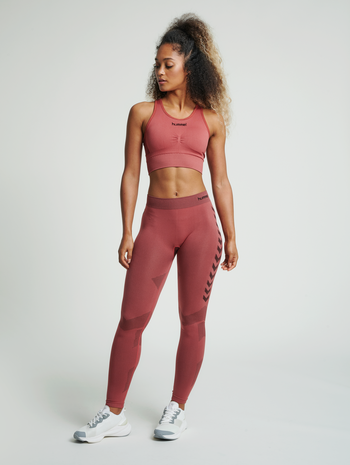 hmlFIRST SEAMLESS TRAINING TIGHT WOMEN, MARSALA, model