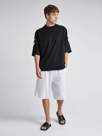 hmlCLAES LOOSE T-SHIRT S/S, BLACK, model
