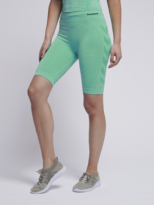hmlCI SEAMLESS CYCLING SHORTS, ICE GREEN MELANGE, model