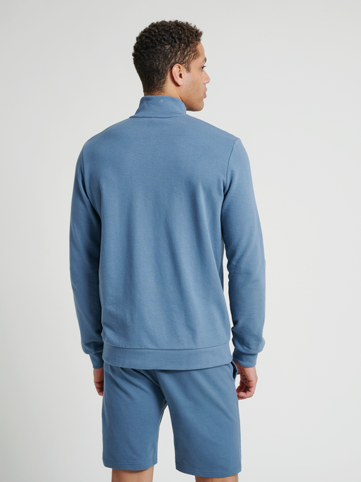 hmlISAM ZIP JACKET, CHINA BLUE, model
