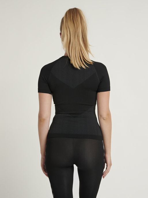 HUMMEL FIRST SEAMLESS JERSEY S/S WOMAN, BLACK, model