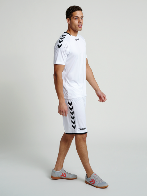 CORE BASKET SHORTS, WHITE, model