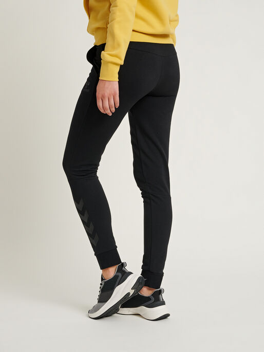 hmlNONI TAPERED PANTS, BLACK, model