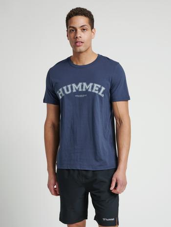 hmlVARSITY T-SHIRT, BLUE NIGHTS, model