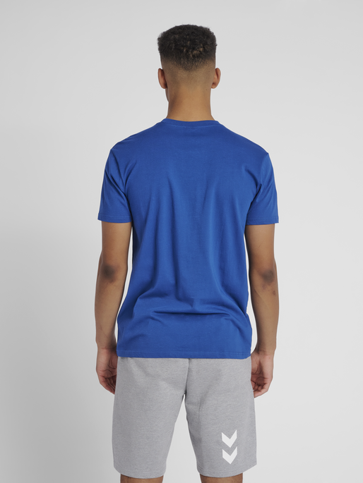 HUMMEL GO COTTON LOGO T-SHIRT S/S, TRUE BLUE, model