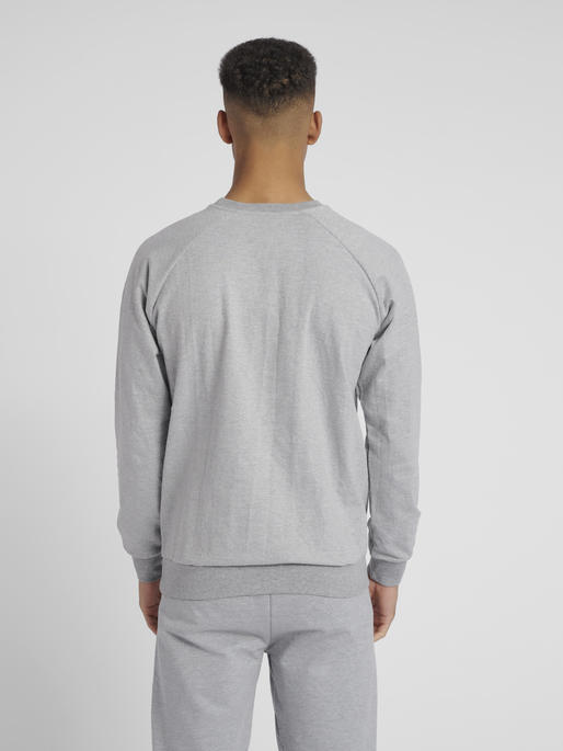HUMMEL GO COTTON LOGO SWEATSHIRT, GREY MELANGE, model