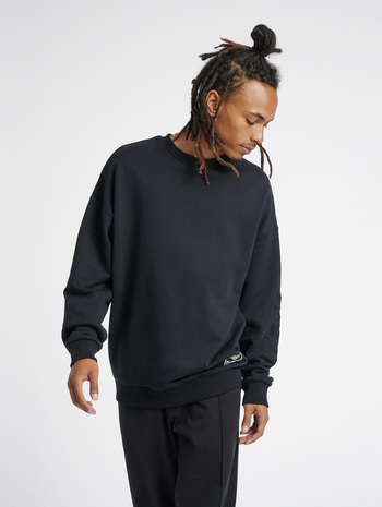 hmlURBAN SWEATSHIRT, BLACK, model