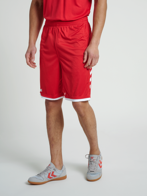 CORE BASKET SHORTS, TRUE RED, model