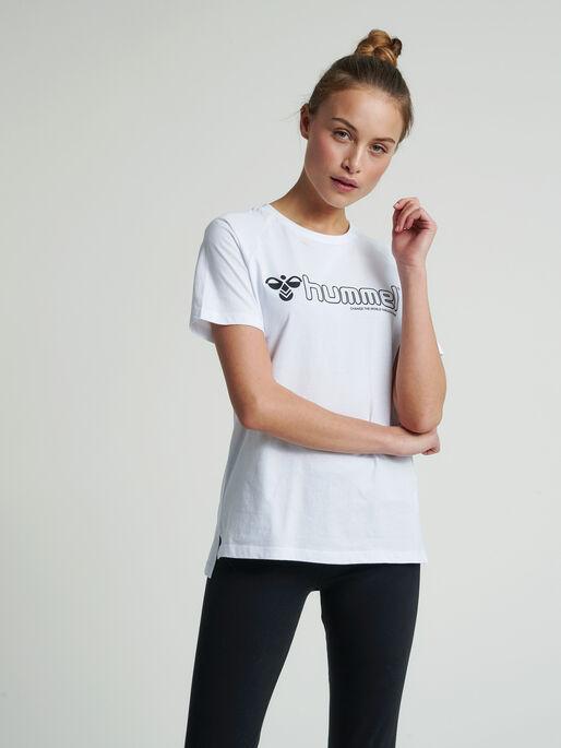 hmlZENIA T-SHIRT S/S, WHITE, model