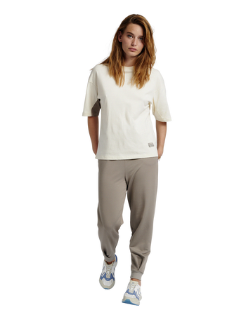 hmlROOFTOP T-SHIRT, WHITE ASPARGUS, model