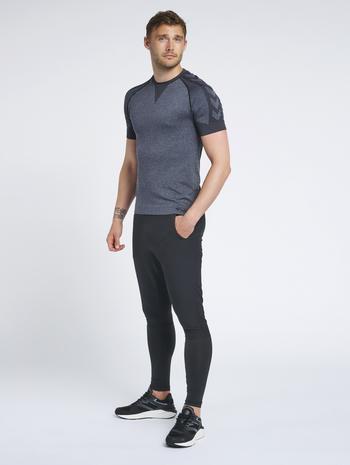 hmlSPIRO TAPERED PANTS, BLACK, model