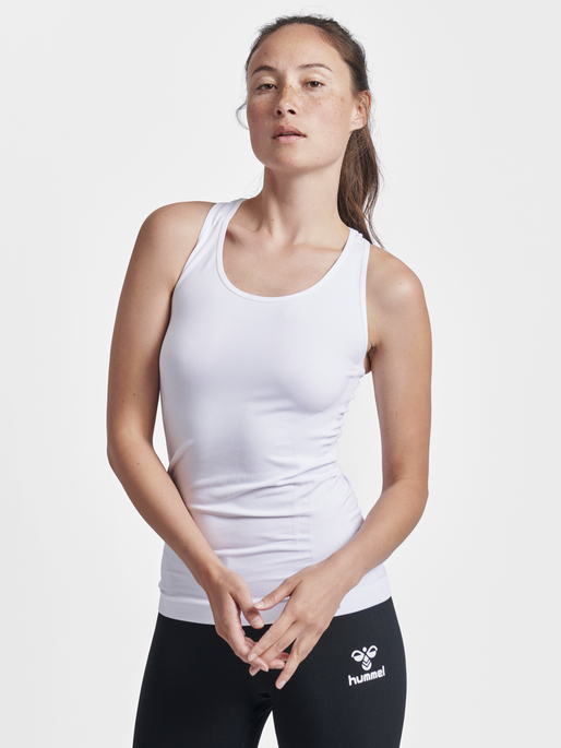 SUE SEAMLESS TOP, WHITE, model