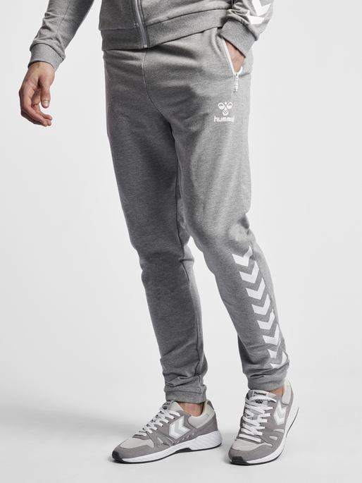 HMLRAY PANTS, GREY MELANGE, model