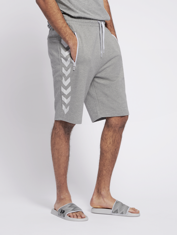 HMLRAY SHORTS, GREY MELANGE, model