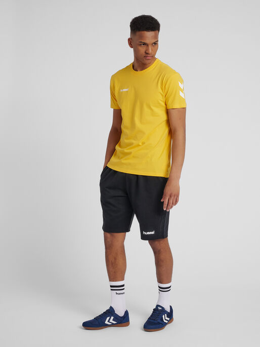 HUMMEL GO COTTON T-SHIRT S/S, SPORTS YELLOW, model