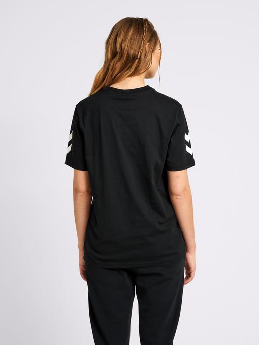 hmlHIVE COTTON TEE, BLACK, model