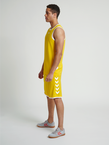 CORE BASKET SHORTS, SPORTS YELLOW, model