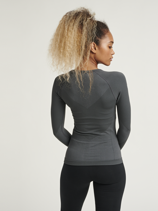 HUMMEL FIRST SEAMLESS JERSEY L/S WOMAN, DARK GREY/LIGHT GREY, model
