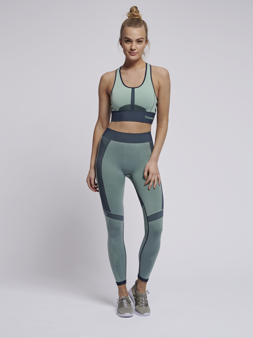 hmlASTRID SEAMLESS SPORTS TOP, ICE GREEN, model