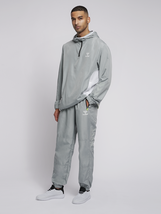 hmlMAGNUS LOOSE PANTS, QUARRY, model