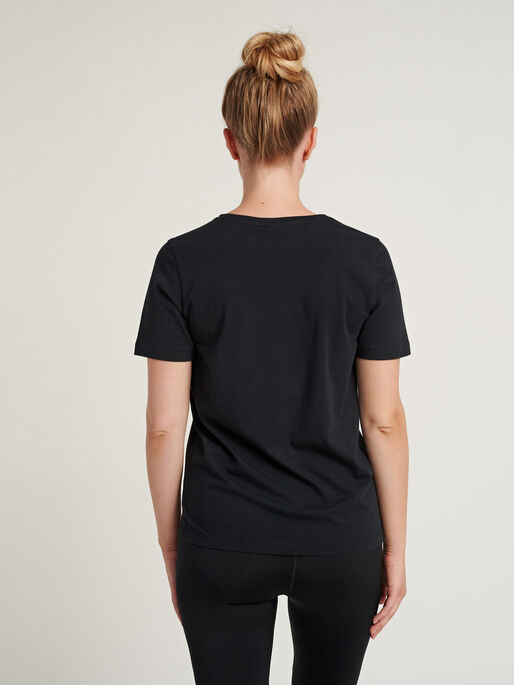 hmlGLORIA T-SHIRT , BLACK, model