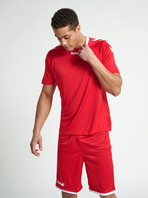 CORE TEAM JERSEY S/S, TRUE RED, model
