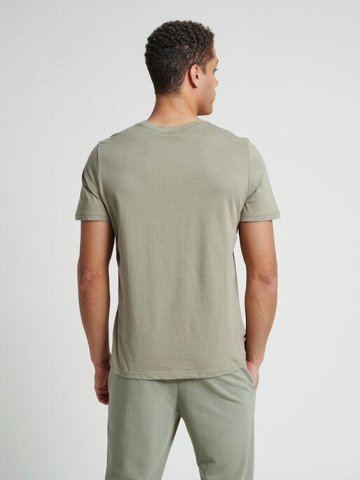 hmlDUNCAN T-SHIRT, VETIVER, model