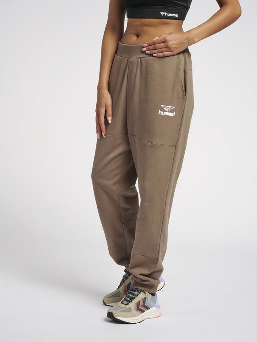 hmlSTEPHAN PANTS, WALNUT, model