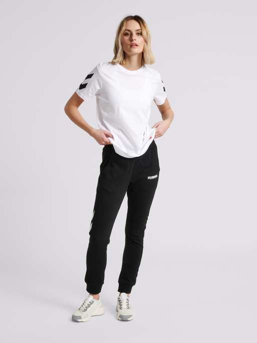 hmlLEGACY CHEVRON T-SHIRT, WHITE, model