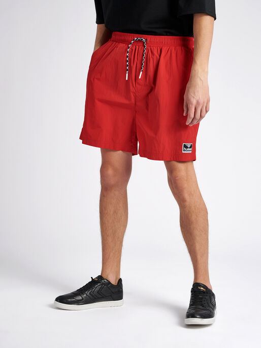 hmlVEJR OVERSIZED SHORTS, TRUE RED, model