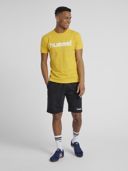 HUMMEL GO COTTON LOGO T-SHIRT S/S, SPORTS YELLOW, model