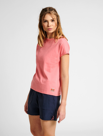 hmlINTRO T-SHIRT, TEA ROSE, model