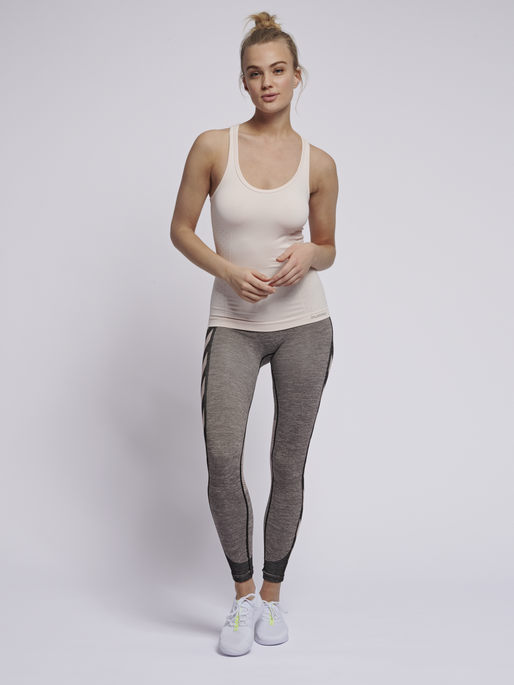 CLASSIC BEE CI SEAMLESS TOP, CLOUD PINK MELANGE, model