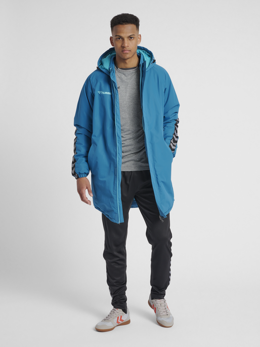 hmlAUTHENTIC BENCH JACKET, CELESTIAL, model