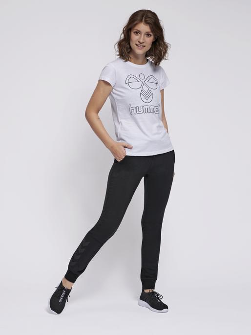 hmlSENGA T-SHIRT S/S, WHITE, model