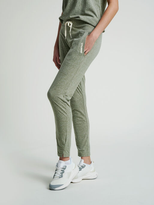 hmlZANDRA REGULAR PANTS, VETIVER MELANGE, model