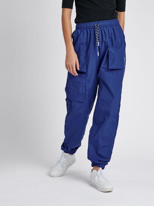 hmlSTORM OVERSIZED PANTS, MAZARINE BLUE, model