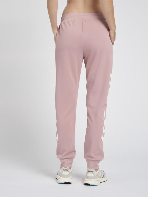 hmlLEGACY POLY WOMAN REGULAR PANTS, WOODROSE, model