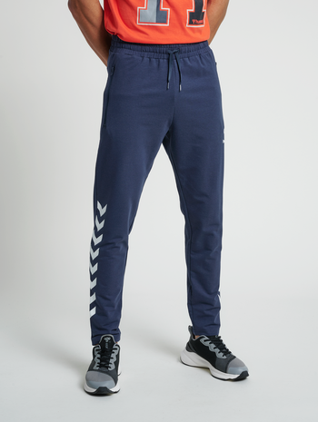 hmlRAY 2.0 TAPERED PANTS, BLUE NIGHTS, model