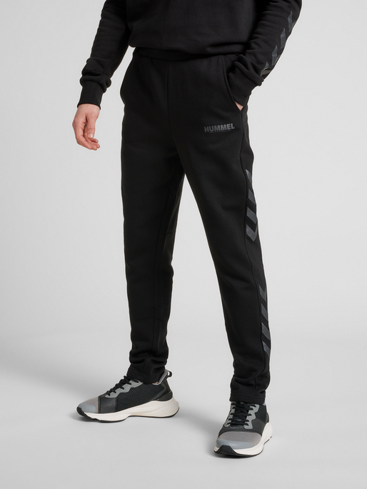 hmlLEGACY TAPERED PANTS, BLACK, model