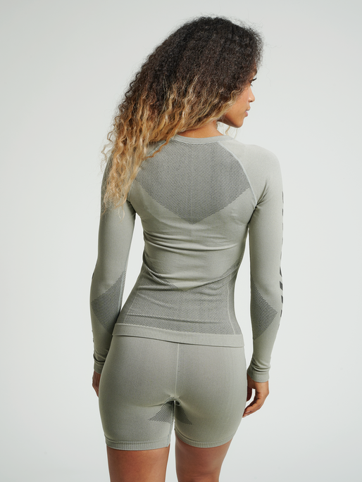 HUMMEL FIRST SEAMLESS JERSEY L/S WOMAN, LONDON FOG, model