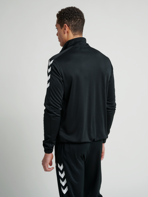 CORE POLY JACKET, BLACK, model