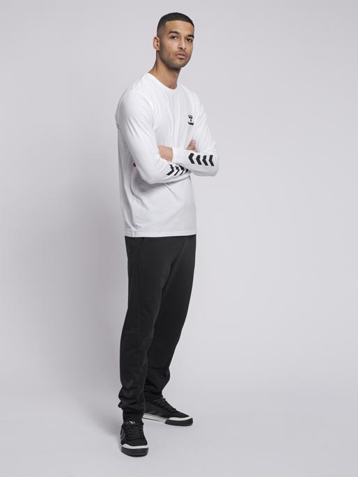 hmlMARK T-SHIRT L/S, WHITE, model