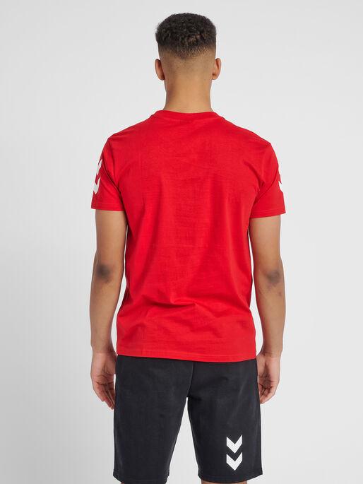 HUMMEL GO COTTON T-SHIRT S/S, TRUE RED, model